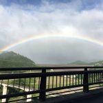 早朝に焼石岳に向かう道中で見た大きな虹